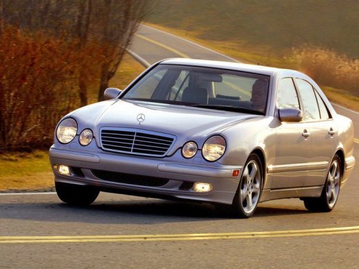 2000 MERCEDES-BENZ E320 Online Average Sale Price HKD$21,800