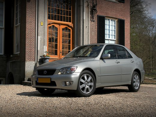 2000 LEXUS IS200 Online Average Sale Price HKD$16,256